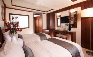 Farah Double Cabin